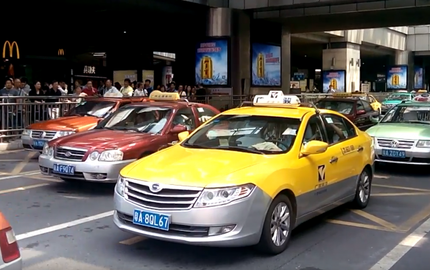 В Гуанчжоу отменяют перегородки в такси.